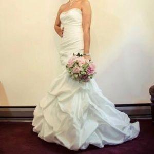 Used Wedding Dress, Sample size 8, Street size 6